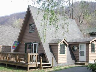 *Clean, Comfortable & Affordable* A-Frame Chalet * WiFi * - Maggie Valley vacation rentals