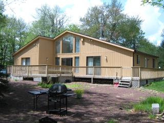 Amazing Chalet 7 Mi 2 Casino & Camelback Sleeps 11 - Long Pond vacation rentals
