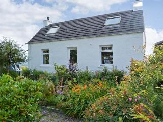 77/78 AIRD, lovely views, off road parking, with a garden and summer house, in Portree, Ref 16234 - Portree vacation rentals