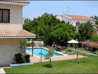 Reginas 4 bdr villa,private pool,wi-fi,2 km fm sea - Oroklini vacation rentals