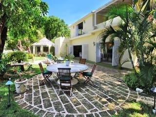 Sea Shell at Mullins Beach, Barbados - Beachfront, Lush Green Gardens, Cool Breeze - Mullins vacation rentals