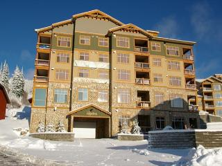 Aspens 409 Top of Porcupine Road Location in Big White Sleeps 8 - Big White vacation rentals