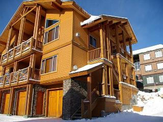 North 101 Kettle View Location Sleeps 9 - Big White vacation rentals