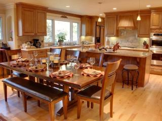 3496 - Two Master Suites, Great for Families & Groups! - Pacific Grove vacation rentals
