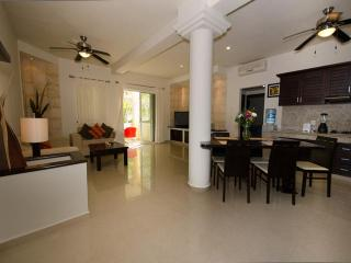 ATHENA 2 bedroom condo - superb location! - Playa del Carmen vacation rentals