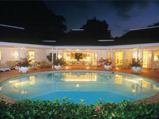 PARADISE TCA - 83410 | LUXURIOUS 4 BED | SPACIOUS VILLA | A MUST | WITH POOL | MONTEGO BAY - Montego Bay vacation rentals