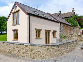 THE SMITHY, A luxury, split-level cottage with woodburner and woodland walks in St. Clears, Ref 18109 - Carmarthen vacation rentals