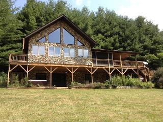 New River Lodge - Hot Tub - Fire Pit - Pool Table - Sleeps 12 - Lansing vacation rentals