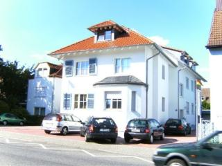 Guest Rooms in Hattersheim am Main - modern, well connected to Frankfurt am Main (# 3095) - Hattersheim vacation rentals