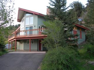Contemporary town home, views, private. - Glenwood Springs vacation rentals