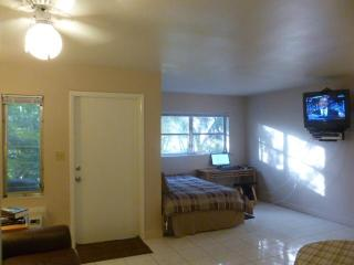 CozyStudio next UM,Metro,Car,Coral Gables,Miami FL - Coral Gables vacation rentals