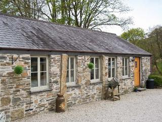 THE COTTAGE - COOMBE FARM HOUSE, stone cottage, with woodburner, off road parking, and patio garden, in Saint Neot, Ref 16672 - Saint Neot vacation rentals