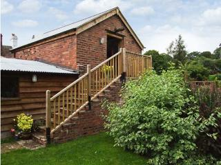 THE BREWHOUSE, near walks, off road parking, lawned garden, in Bridgnorth, Ref 19153 - Shropshire vacation rentals