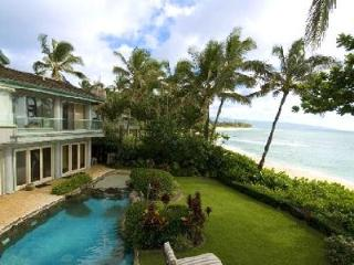 Gated Sunset Beach on secluded beachfront location with pool & ensuite - Haleiwa vacation rentals