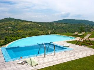 16th century farmhouse Subtilia offers spectacular views, infinity pool & private putting green - Perugia vacation rentals