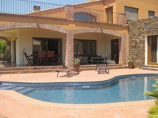 Prestige villa, inside the Peralada 18 hole golf - Figueres vacation rentals