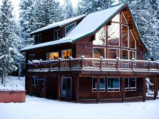 The Sky Lodge Amazing 3 BDRM & Hottub Stevens Pass - Skykomish vacation rentals