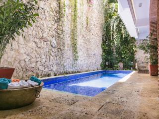 Rustic Chic 4 Bedroom Home with Pool in Old Town - Cartagena District vacation rentals