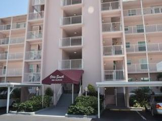 Olde South - OLDSO302 - Charming South-end Condo! - Marco Island vacation rentals