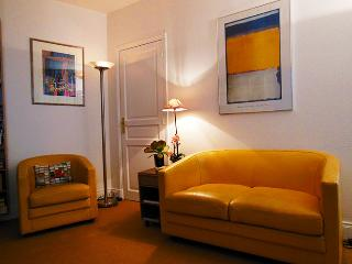 Rambuteau - Two bedroom Marais apartment on foodie street near Pompidou Center - Paris vacation rentals