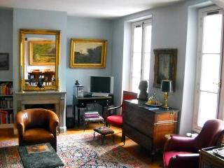 Turenne - Spacious, Light and Elegant 2 Bedroom + 2 Bathroom Marais Apartment - Paris vacation rentals