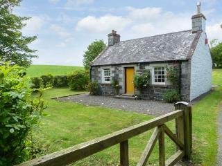 ROSE COTTAGE, near walks and fishing, off road parking, with a garden, in Stranraer, Ref 8201 - Stranraer vacation rentals