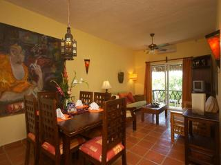 LAS FLORES GIRASOL - less than 100 yards to beach! - Playa del Carmen vacation rentals