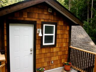 Dancing Trees: private 1bdrm cottage allows pets - Vancouver Island vacation rentals