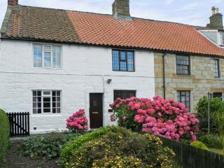 LION COTTAGE, near walks, over three floors, with a garden, in Hinderwell, Ref 18044 - Hinderwell vacation rentals
