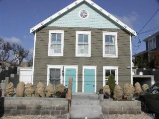Year Round Brand NEW Beachfront Beach House Wineri - Long Island vacation rentals