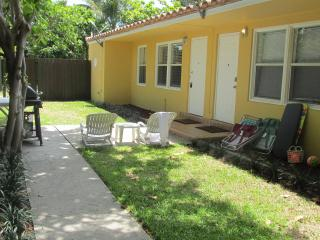 CUTE YELLOW  COTTAGE JUST 17 YARDS FROM THE BEACH - Lauderdale by the Sea vacation rentals