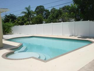 3 bdrm, 3 bath, large private saltwater pool - Anna Maria Island vacation rentals