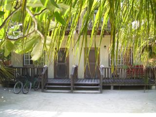 Picololo I - queen bed & futon for up to 3 persons - Caye Caulker vacation rentals