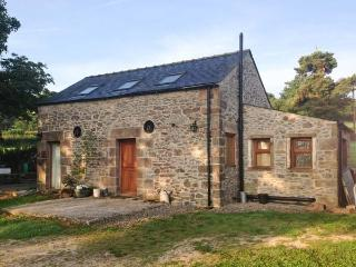 HIGH CROFT, romantic detached cottage with woodburner, grounds, Matlock Ref 28843 - Matlock vacation rentals