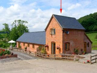Y BWYTHYN, romantic, pet friendly cottage, en-suite, close walking/cycling, in Tregynon, Ref 18227 - Mid Wales vacation rentals
