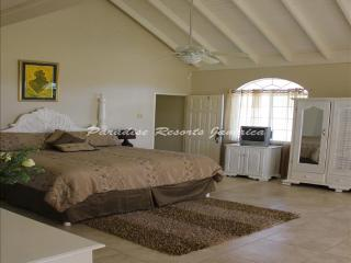 PARADISE RGH - 84020 - PEACEFUL | FAMILY | GUESTHOUSE | HONEYMOON SUITE WITH POOL - FALMOUTH - Montego Bay vacation rentals