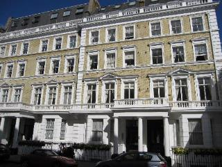 Quality 2 Bedroom Apartment in Heart of Kensington - London vacation rentals