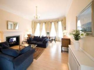 Quality 2 Bedroom Apartment Kensington London - London vacation rentals