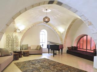 The Rova Arches Suite — Luxury Meets History in the Old City - Jerusalem vacation rentals
