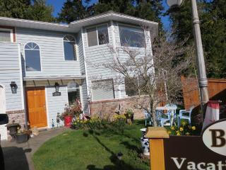 Parksville,   sleep 6 guests . accept small dogs - Vancouver Island vacation rentals