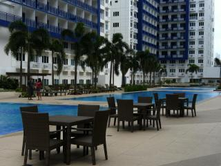 2 BR FULLY FURNISHED CONDO UNIT SEA RESIDENCE MOA - Luzon vacation rentals