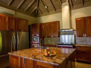 PARADISE TVL - 84799 - FABULOUS | WELL EQUIPPPED | LUXURY | 5 BED FAMILY VILLA | MONTEGO BAY - Montego Bay vacation rentals