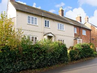 LINDEN LEA, detached, pet friendly cottage with garden in Child Okeford, Ref 7195 - Child Okeford vacation rentals