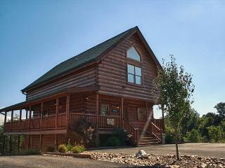 Breathtaking Luxury in a Great Location Close to Pigeon Forge!  KNOTBY - Sevierville vacation rentals