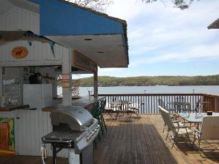 NO CLEANING FEE, GOLF, Shop, Large Family Reunions - Lake Ozark vacation rentals