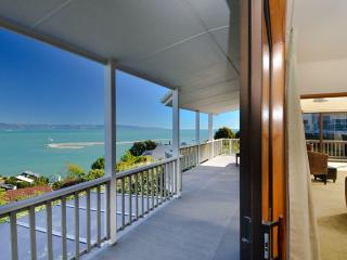 Above The Cut - Harbour Views & City Convenience! - Nelson-Tasman Region vacation rentals