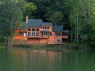Lake Santeetlah House Nestled in Smoky Mountains - Smoky Mountains vacation rentals