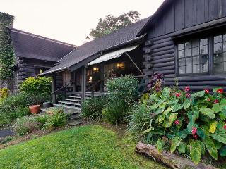 The Log Cabin in the lush forests of Ahualoa - Hamakua Coast vacation rentals