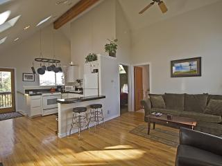 Shasta Loft Downtown Pet Friendly - Bend vacation rentals