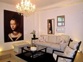 Elegant 1000 sq.ft. in trendy neighborhood - Cancun vacation rentals